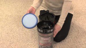 Odkurzacz bezprzewodowy i czyszczenie filtra